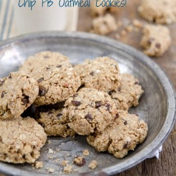 Oil-Free Oatmeal Chocolate Chip Cookies - grab a glass of almond milk, these are gonna' be good! #vegan