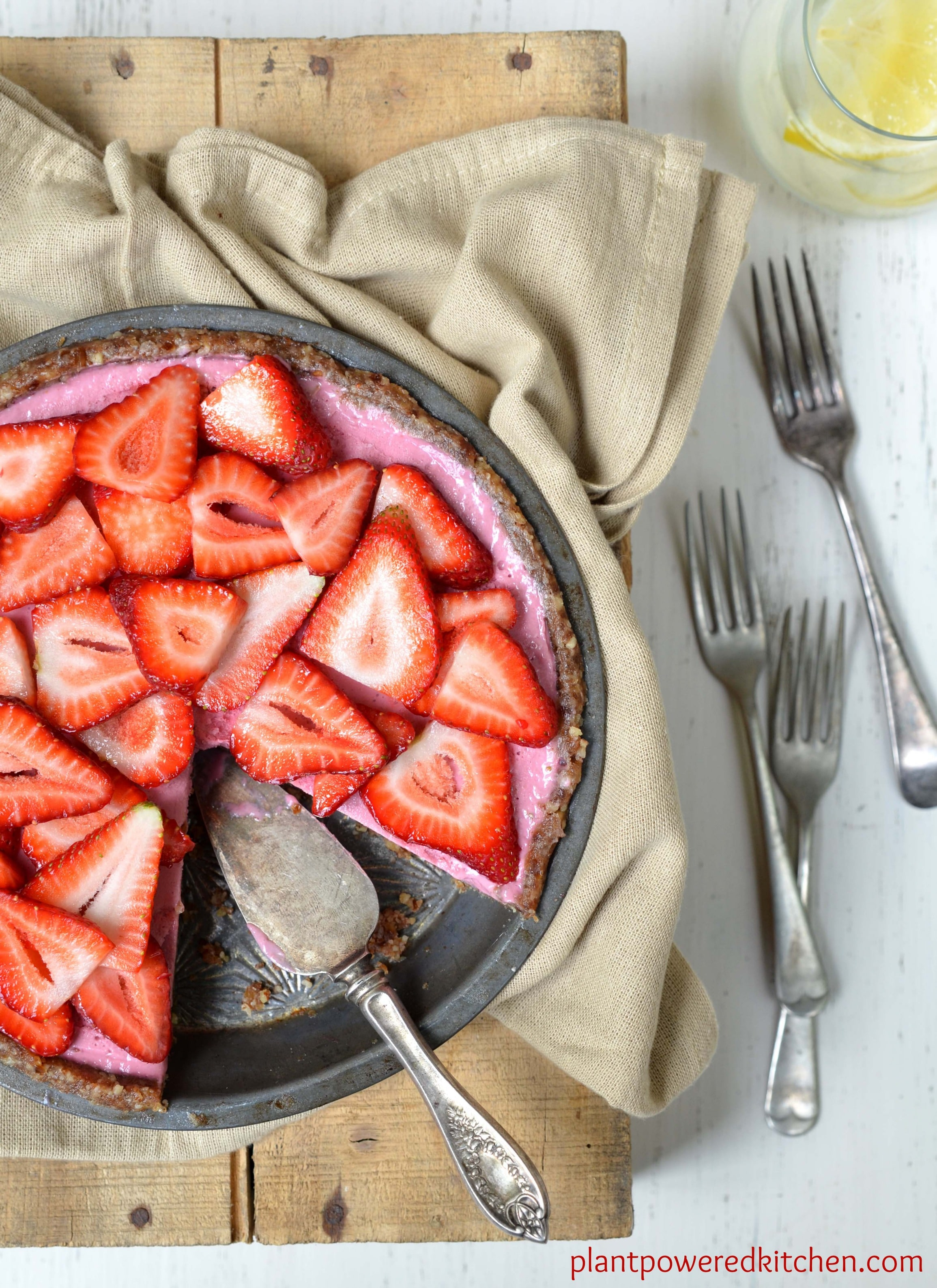 Raw Strawberry Pie (from Let Them Eat Vegan by Dreena Burton)