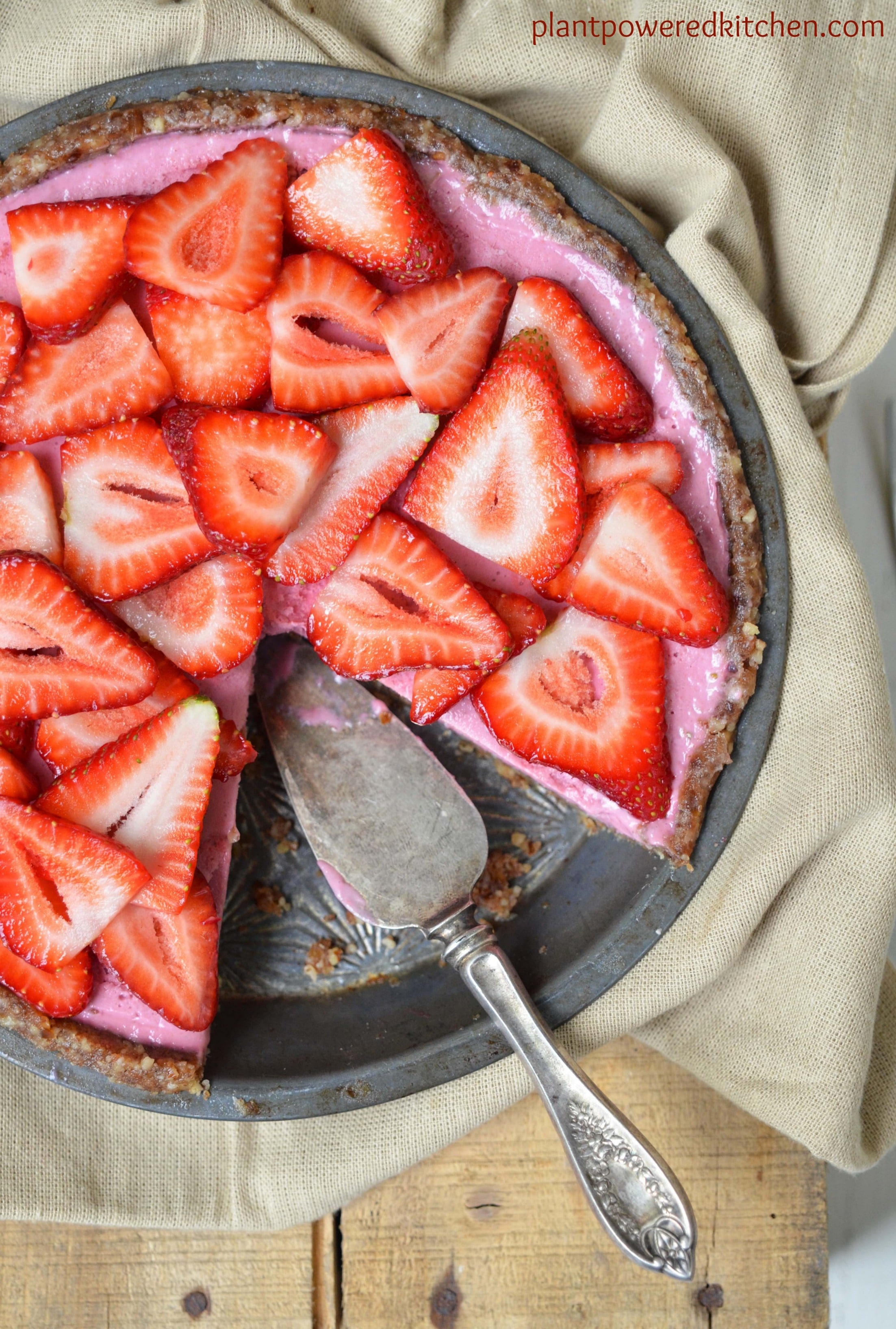 Raw Strawberry Pie  by Dreena Burton #vegan #raw #glutenfree www.plantpoweredkitchen.com