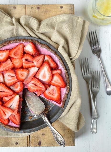 Raw Strawberry Pie from Let Them Eat Vegan
