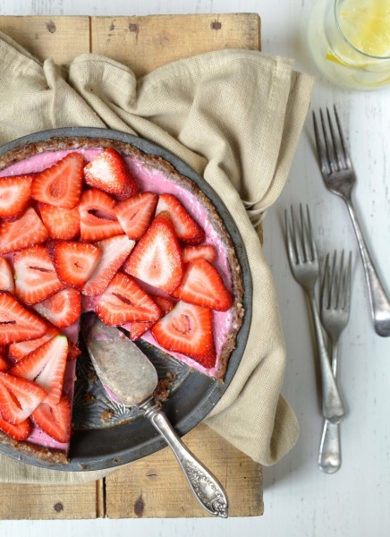 Raw Strawberry Pie from Let Them Eat Vegan