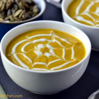 Cream of Pumpkin Soup with Maple-Spiced Pepitas #vegan #glutenfree