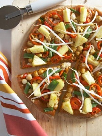 Thai Chick-Un Pizza #vegan www.plantpoweredkitchen.com
