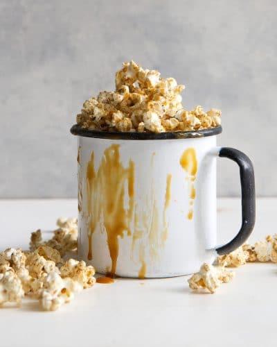 Caramel Popcorn in a large mug