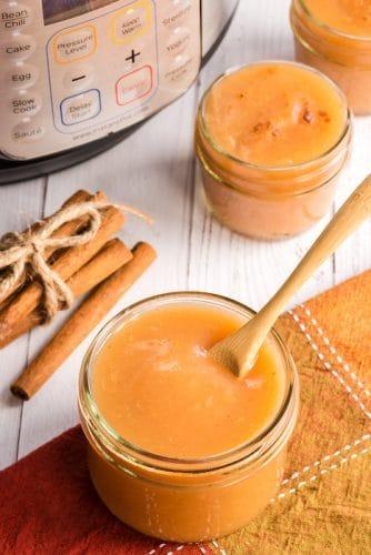 instant pot applesauce in glass jar