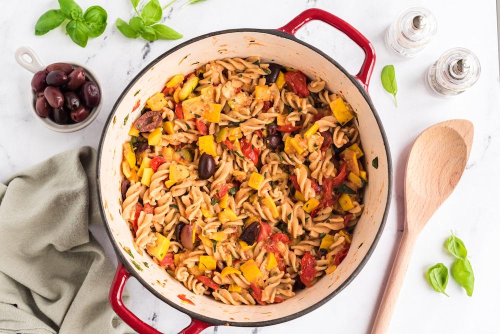 Zucchini and tomato pasta cooked in pot